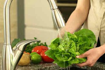 Mẹo loại bỏ thuốc trừ sâu, mầm bệnh khỏi thực phẩm sống hiệu quả nhất