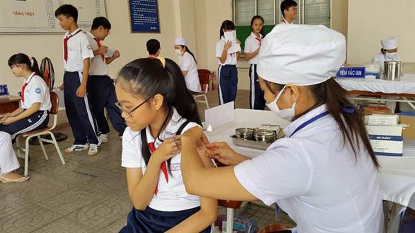 Tiêm sởi-rubella miễn phí cho thiếu niên 16-17 tuổi