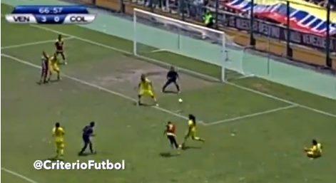 Nữ cầu thủ Venezuela solo, lập siêu phẩm như Messi