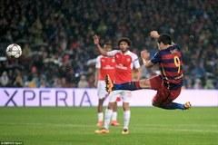 """Chiêm ngưỡng siêu phẩm """"cắt kéo"""" của Suarez"""
