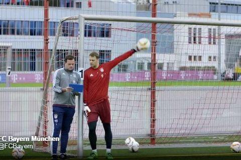 Kinh ngạc với pha cản phá không cần nhìn của Neuer