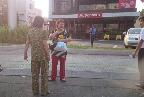 Thêm một phụ nữ khóc thét giữa Sài Gòn vì bị cướp