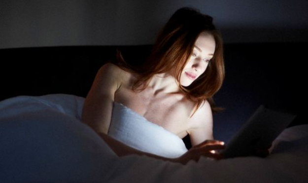 Vì sao nên cấm cửa smartphone trước khi ngủ?