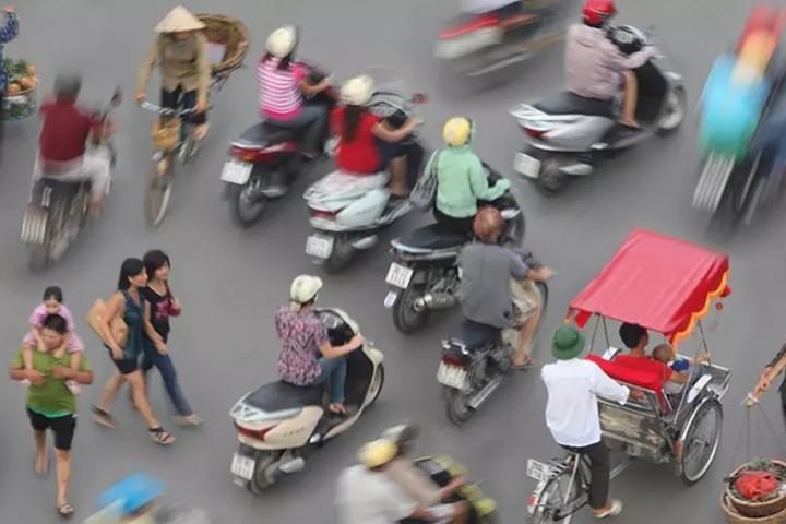 trẻ em Nhật qua đường, trẻ em Nhật Bản qua đường, trẻ em Việt Nam qua đường, sang đường kiểu Nhật, sang đường kiểu Việt Nam