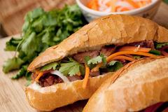 """20 món ăn ngon nhất Việt Nam được khách Tây """"rỉ tai"""""""