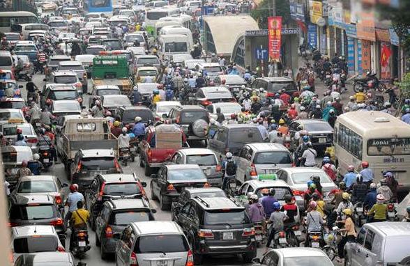 Hạn chế mua ô tô: Giàu lại sướng, nghèo cứ hèn