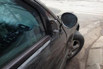 Bị trộm gương, Mẹc xịn phải lắp gương xe máy