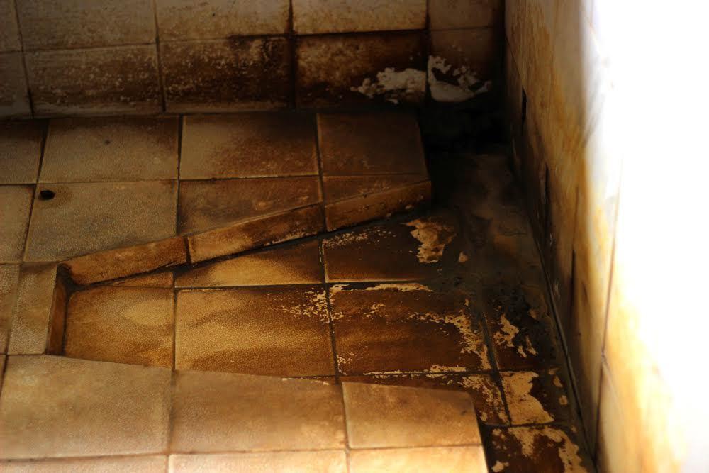 Giữa Thủ đô: Dậy từ 4h sáng 'xí' nhà vệ sinh