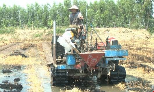 'Sáng chế nhà nông' chế máy đào mương, viện nghiên cứu im tiếng