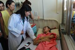 Bộ trưởng Y tế mong nữ sinh bị cưa chân sẽ học ngành y