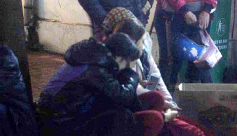 Đau đớn nhận thi thể 2 mẹ con vụ nổ Văn Phú