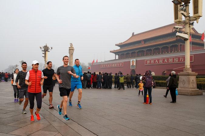 CEO Facebook bị chỉ trích vì chạy bộ ở Bắc Kinh