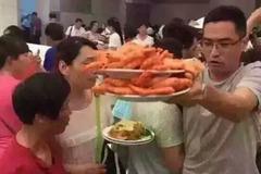 Khách Trung Quốc muối mặt ở Thái Lan vì tranh cướp ăn buffet