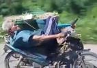 Clip Cụ già nằm trên yên và lái xe máy bằng một tay gây bão mạng