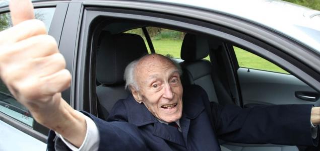 Đại gia lái Lexus: Xe đi mượn hoặc trúng số