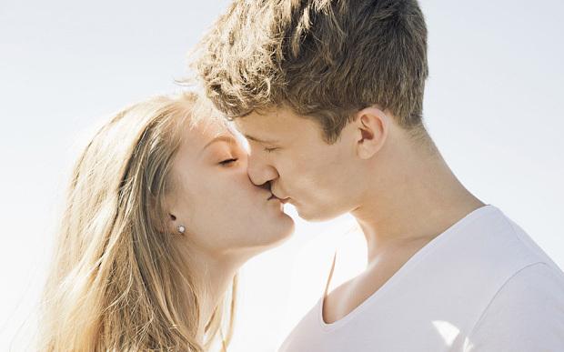 hôn, thị giác, thính giác, não bộ