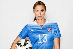 Top 10 nữ cầu thủ gợi cảm nhất làng túc cầu