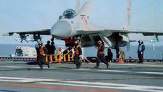 Ảnh hiếm 'cá mập bay' trên mẫu hạm Liêu Ninh