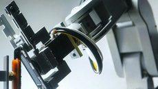 Robot 29 tay tháo iPhone 6S trong 11 giây