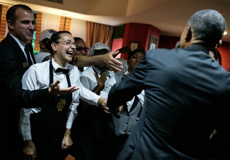 Hình ảnh nhà Obama dạo phố cổ Cuba