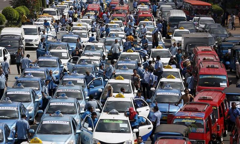 Jakarta tê liệt vì tài xế taxi chống Uber và Grab