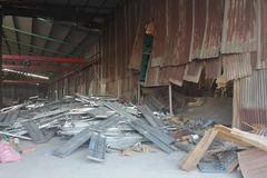 Hàng tấn giàn giáo đổ sập, vùi lấp 3 công nhân