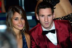 Messi, say tình từ thuở 13 đến yêu nàng chân ngắn