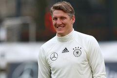 MU nhận hung tin về Schweinsteiger