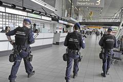 """Hình ảnh châu Âu """"cuống cuồng"""" thắt an ninh ngừa khủng bố"""