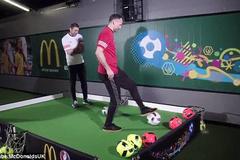 "Martin Keown ""knock-out"" Giggs tại lễ dự đoán Euro 2016"