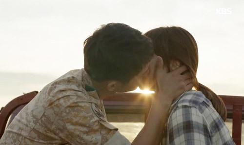 Hậu duệ mặt trời, Song Hey Kyo, Song Joong Ki, cơn sốt hậu duệ mặt trời