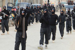 Thiếu nữ 16 tuổi bị buộc tội gửi tiền cho IS