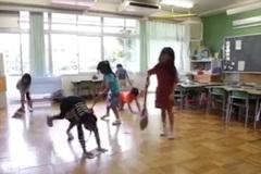 Xem trẻ em Nhật tự lập ở trường học