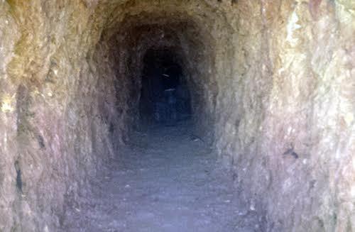 Đào hầm xuyên núi, Bí thư huyện phải giải trình