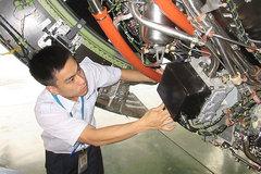 """""""Bác sĩ"""" trẻ người Việt khám siêu máy bay Airbus A350"""