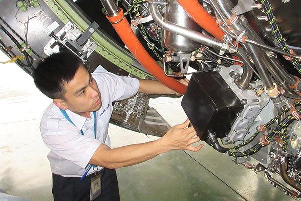 'Bác sĩ' trẻ người Việt khám siêu máy bay Airbus A350