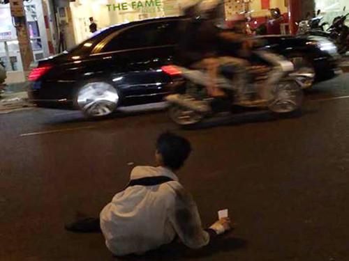 Lật tẩy màn giả cụt chân bán vé số, xin tiền ở chợ Bến Thành