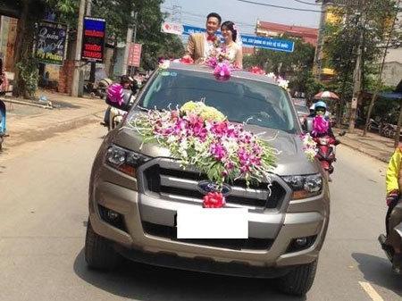 Màn rước dâu bằng xe bán tải độc đáo tại Phú Thọ