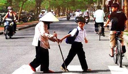 Người tử tế, Sự tử tế, Thủ tướng, Hiệu Minh, Hà Nội, Ninh Bình, xe máy, năm 1980, internet