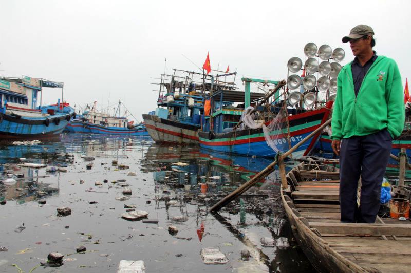 Đà Nẵng: Cảng ngập ngụa rác, địa phương đùn đẩy nhau