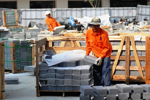 1.000 tỷ lát đá granite vỉa hè: Lãng phí và bất hợp lý?