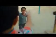 Cách hành xử của hai cậu bé tại nhà ga gây xúc động