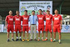 Văn Quyến làm thầy ở trung tâm bóng đá của Phan Thanh Bình