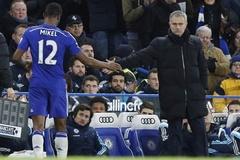 "Sao Chelsea ""lật mặt"" Mourinho"