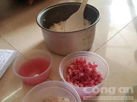'Gạo lạ' nấu cơm để qua đêm đổi màu đỏ quạch: Dân sợ