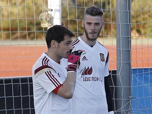Casillas 'giương cờ trắng', De Gea lạnh lùng tuyên bố