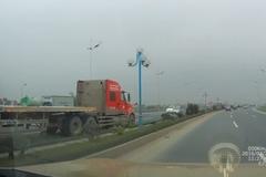 Xe container phóng ngược chiều như 'điên' tại Hà Nội