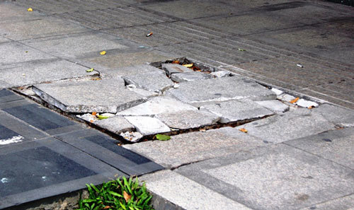 Đá granite lát vỉa hè: Đẹp nhưng chưa an toàn?