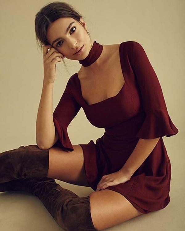 Emily Ratajkowski, siêu mẫu, chân dài, người đẹp, WAGs, làng túc cầu Anh Quốc, xứ sương mù, Premier League
