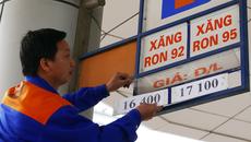 Giá xăng dầu ngày càng nặng gánh thuế phí